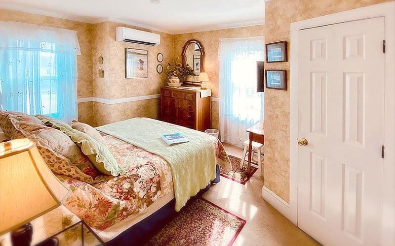 Miss Molly's Room Chincoteague B&B