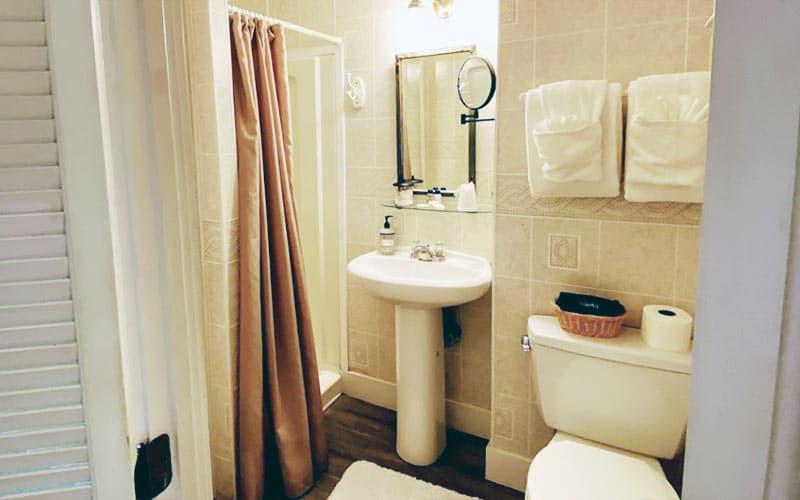 Bay Room Bath